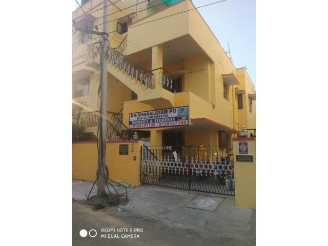 Clean and comfortable ladies hostel in velachery